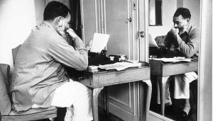 Ernest_Hemingway_in_London_at_Dorchester_Hotel_1944_-_NARA_-_192672--638x366